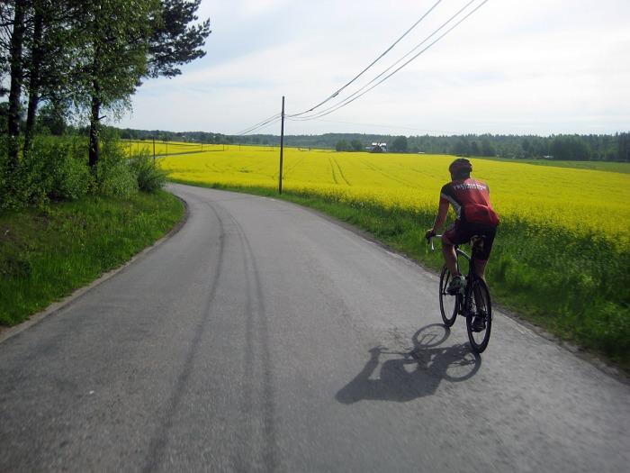 Ren och skär (gul?) njutning i Roslagen. Thomas på Sthlms kanske finaste tvåhjuling just nu.